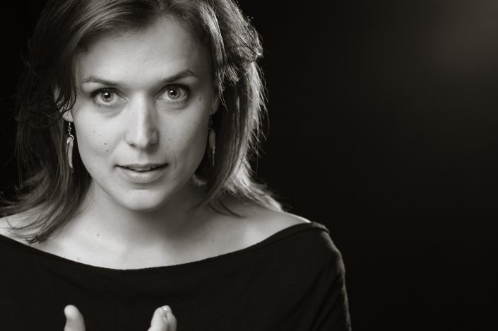 "Casting : Catherine ""Gazelle"" LeSaunier -, KW: Artiste, FondNoir, Musicien, Noir & Blanc"
