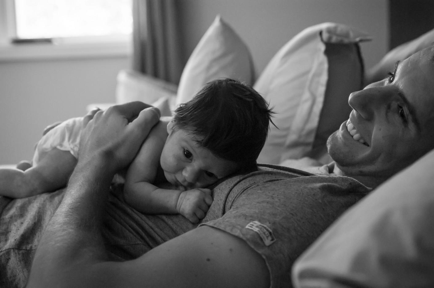 Bébé : La fragilité sur la force -, KW: Papa