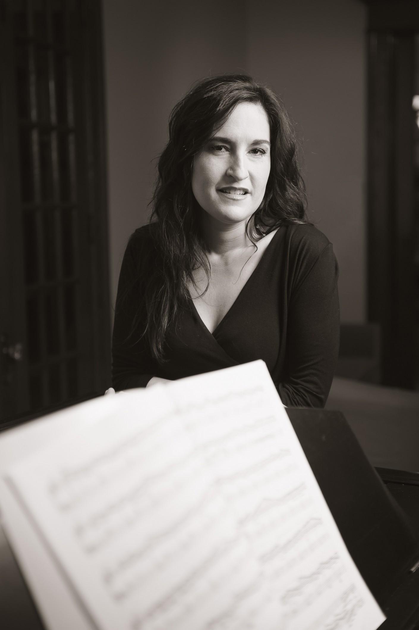 Casting : Roseline Blain -Roseline Blain - Pianiste & chef de choral, KW:  Artiste, Musicien, Noir & Blanc, RoselineBlain