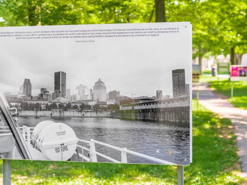 Vue sur Montréal -Vue à partir du bateau mouche sur le centre ville de Montréal.  Panneau exposition en plein air au parc Lorraine, KW:  Lorraine