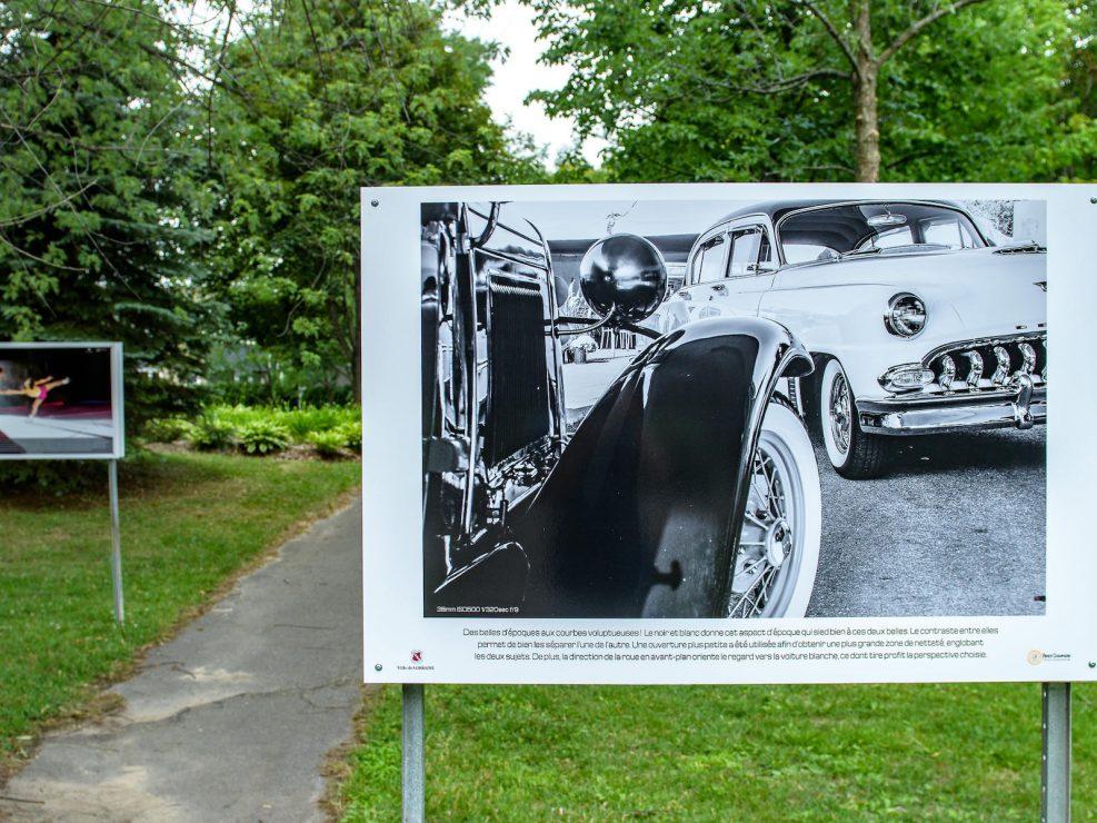 exposition ville Lorraine voitures d'époque noir et blanc